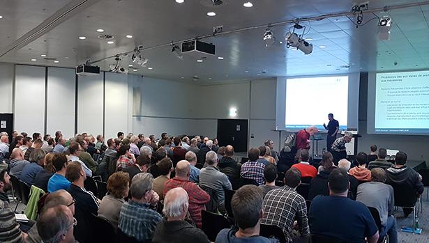 """Ein voller Saal am diesjährigen FIBER Seminar """"Über Fische und Fischer - Welchen Einfluss haben wir beim Angeln auf  unsere Fischbestände""""."""